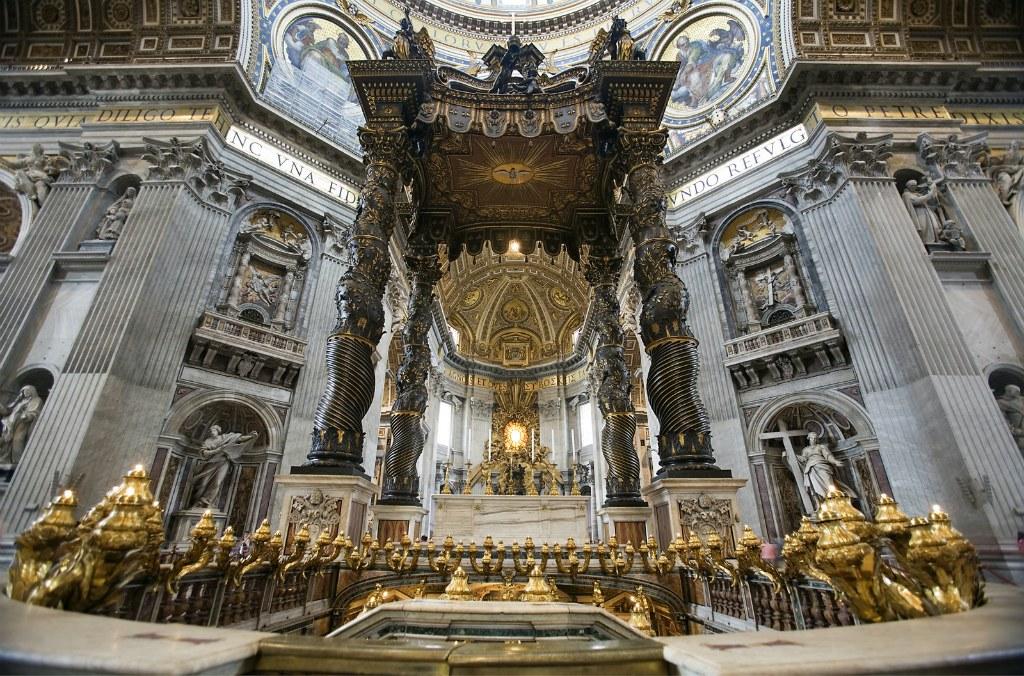 Балдахин в соборе Святого Петра