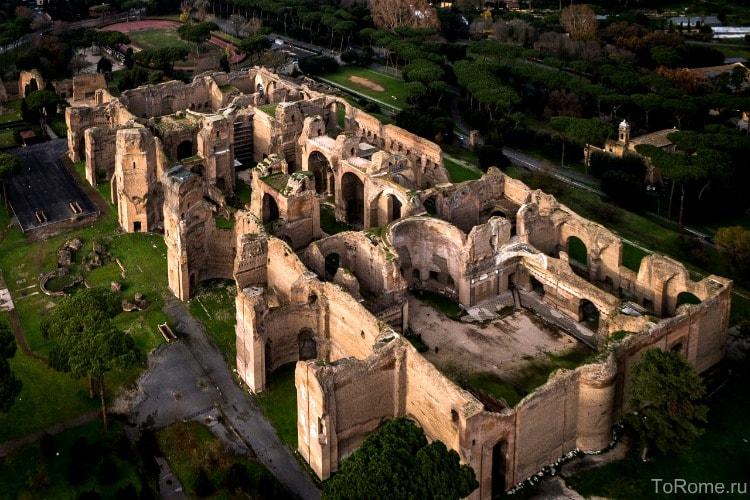 Разрушенные термы Каракаллы в Риме