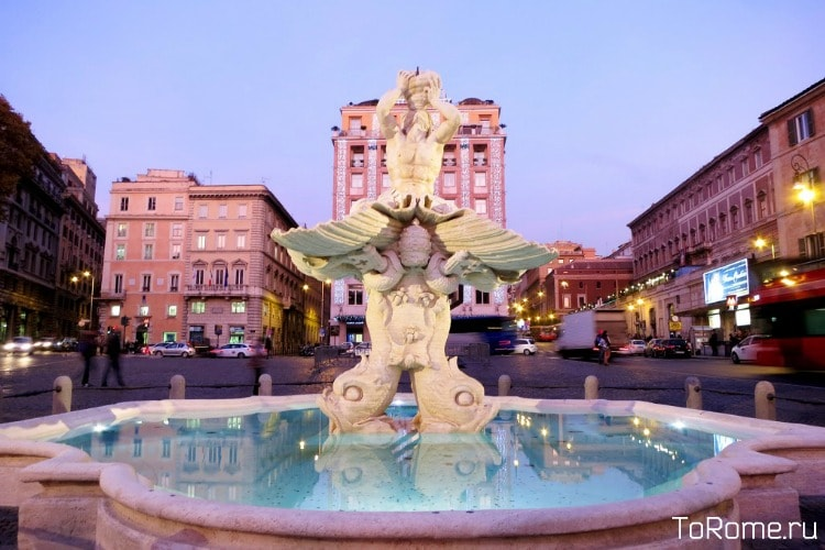 Фонтан Тритона в Риме