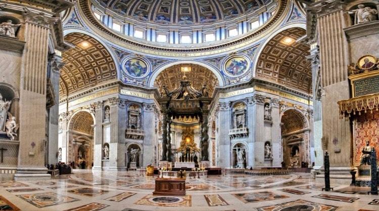 Внутреннее убранство собора Святого Петра в Ватикане