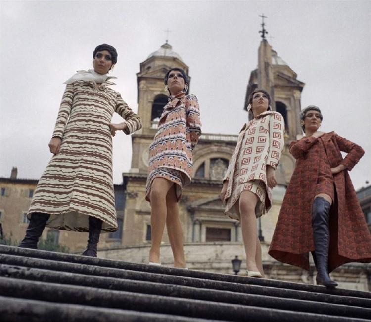показ мод на площади испании