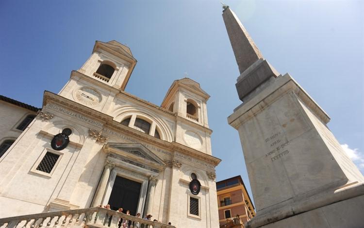 Церковь Тринита-деи-Монти в риме