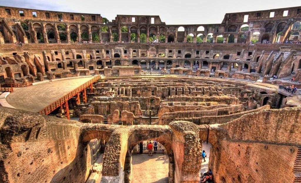 Разрушенный Колизей