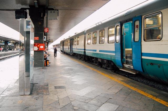 Региональный поезд из аэропорта Фьюмичино в Рим