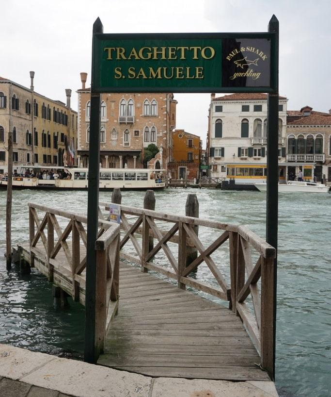 Остановка трагетто в Венеции