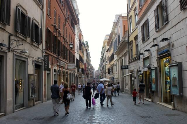 Шоппинг в Риме: Виа Фраттина