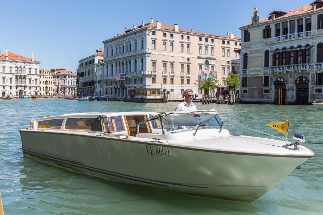 Катер в Венеции