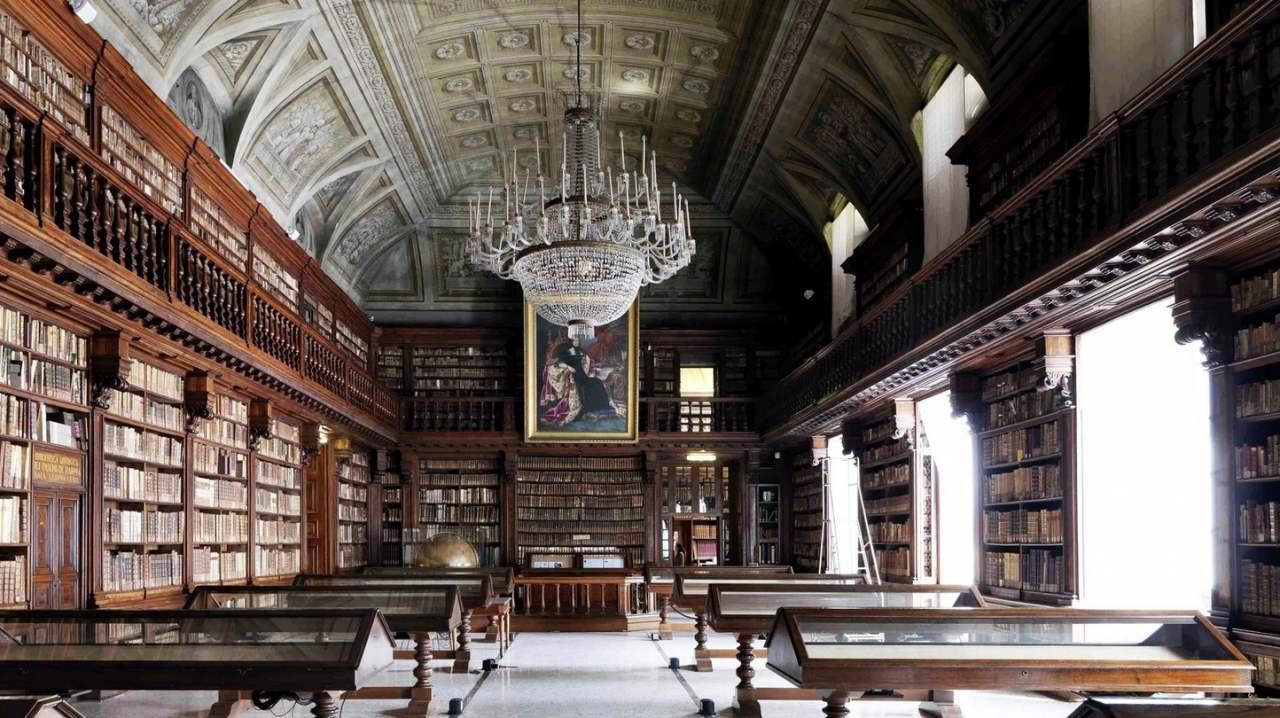 большая библиотека в Милане