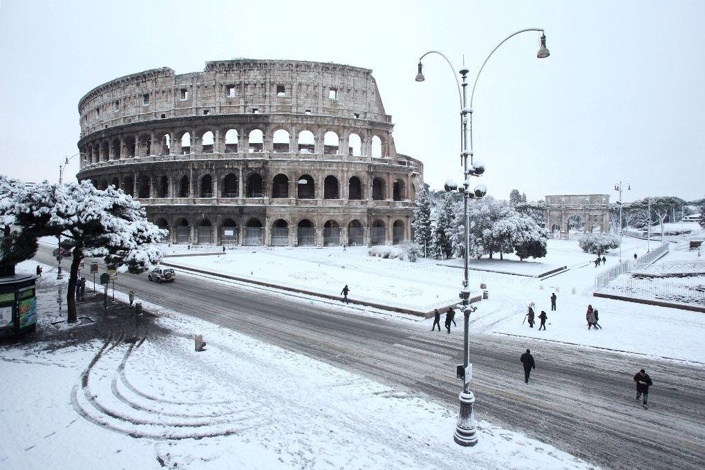 Колизей зимой в Риме