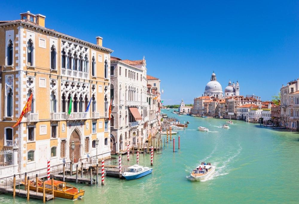 Дворцы вдоль Гранд Канала в Венеции