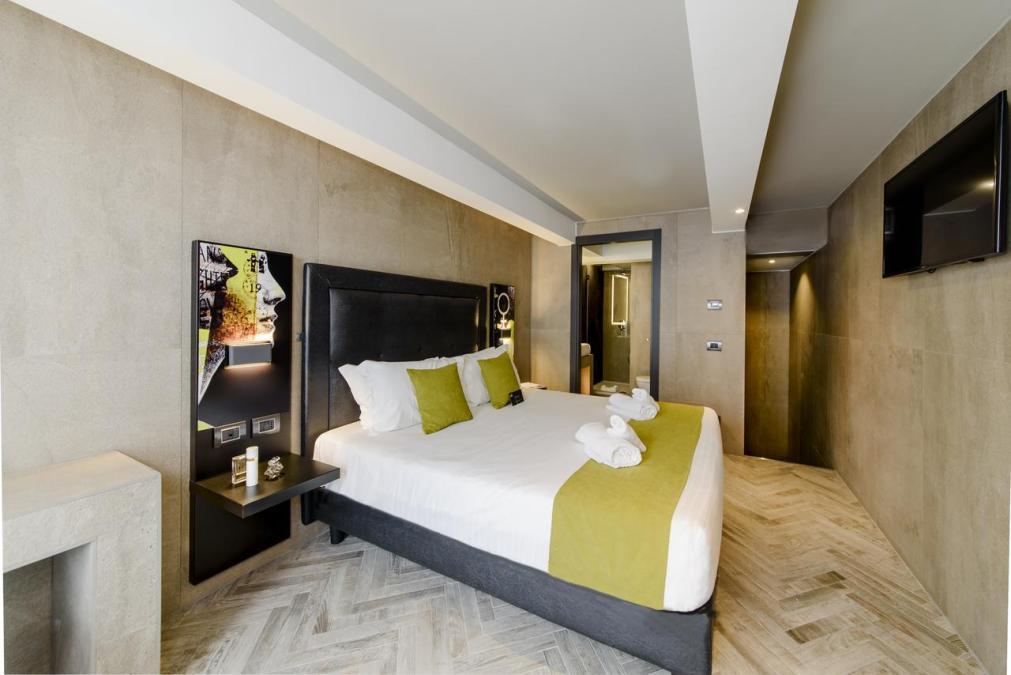 отель Just в Милане
