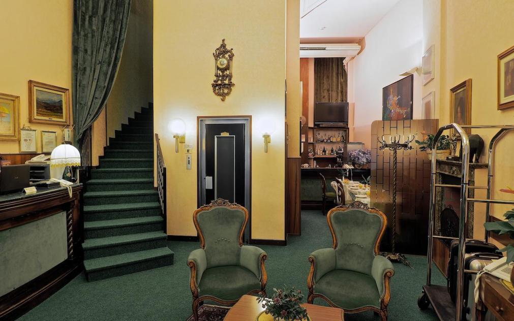 Отель London в Милане