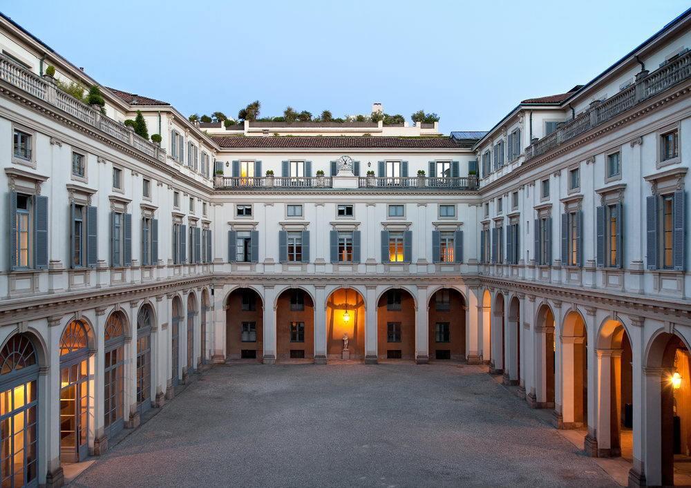 Дворец Сербеллони в Милане