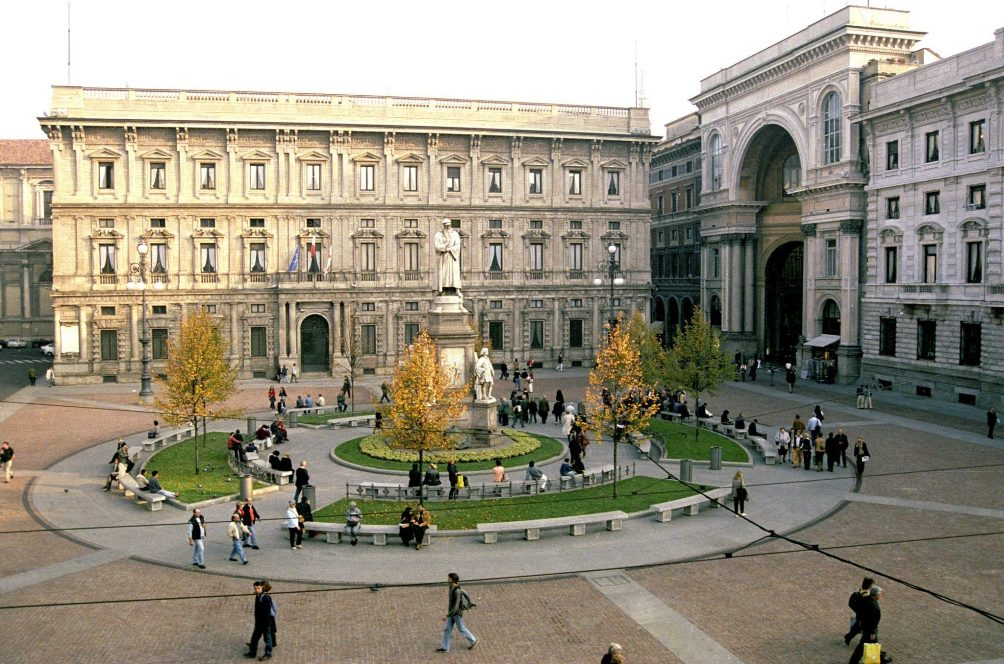 Площадь Пьяцца-делла-Скала в Милане