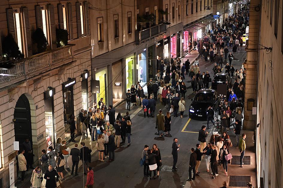 Улица Via Monte Napoleone в Милане