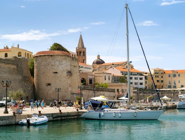 Город Альгеро на острове Сардиния