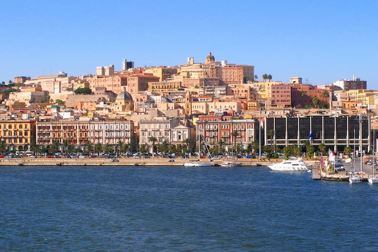 Город Кальяри на острове Сардиния