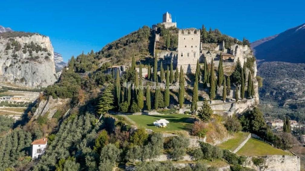 замок Кастелло ди Арко