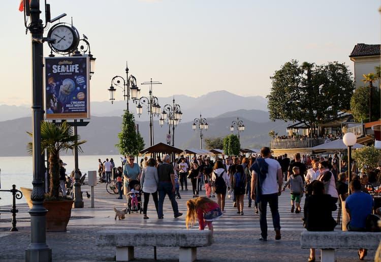 Город Лацизе на озере Гарда