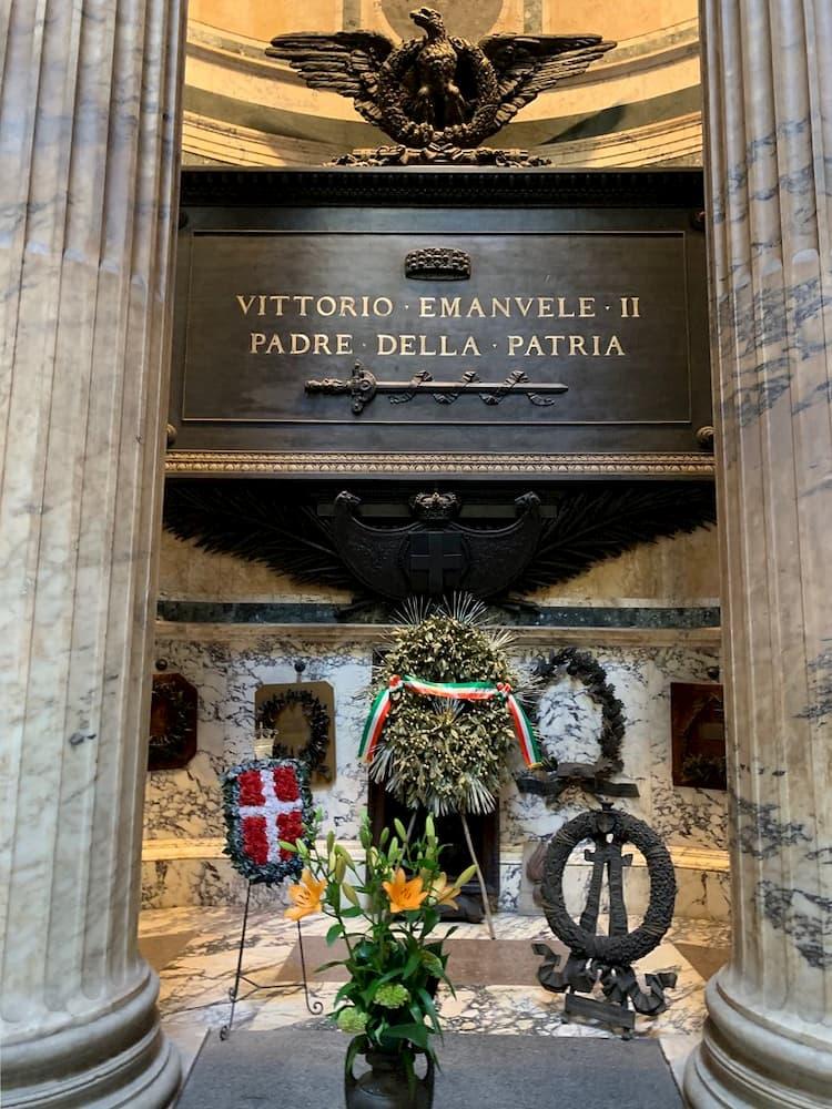 Захоронение Эммануила II в Пантеоне, короля объединившего Италию