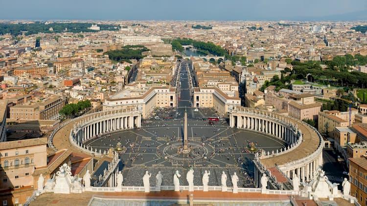 Вид с собора Святого Петра в Ватикане (Рим)