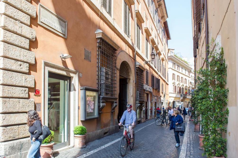 улица via di Campo Marzio