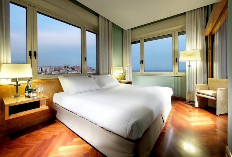 Отель Exe Majestic в Неаполе