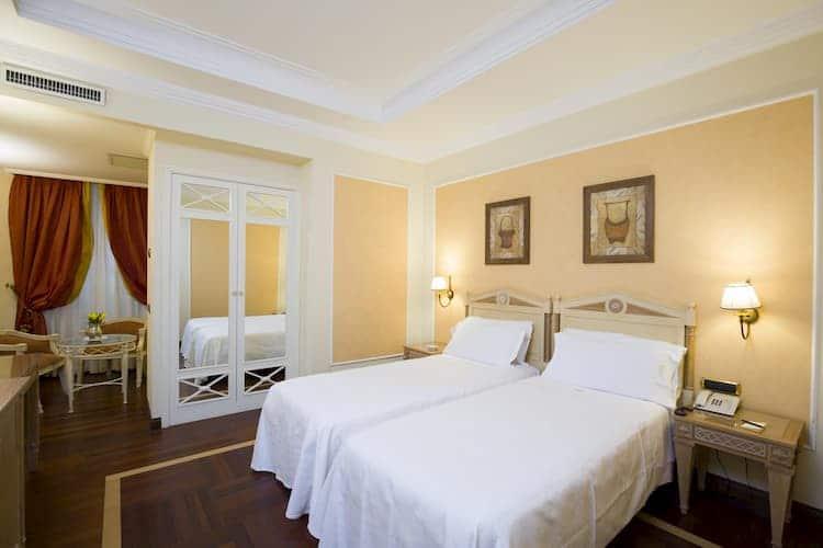 Отель Palazzo Alabardieri в Неаполе