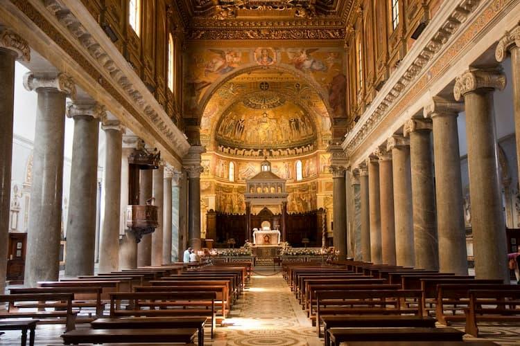 Внутри базилики Санта Мария ин Трастевере