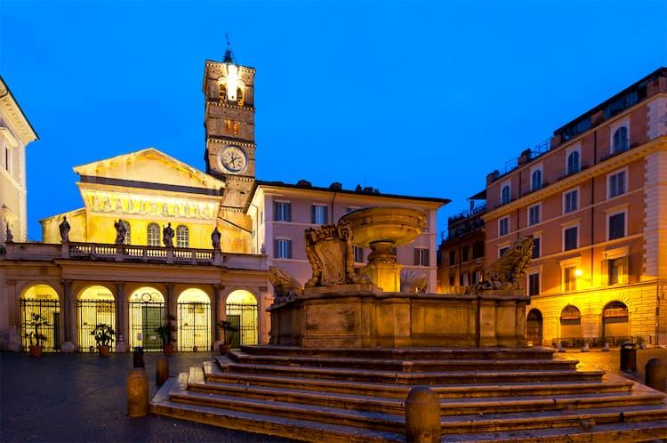 Площадь Санта-Мария-ин-Трастевере в Риме