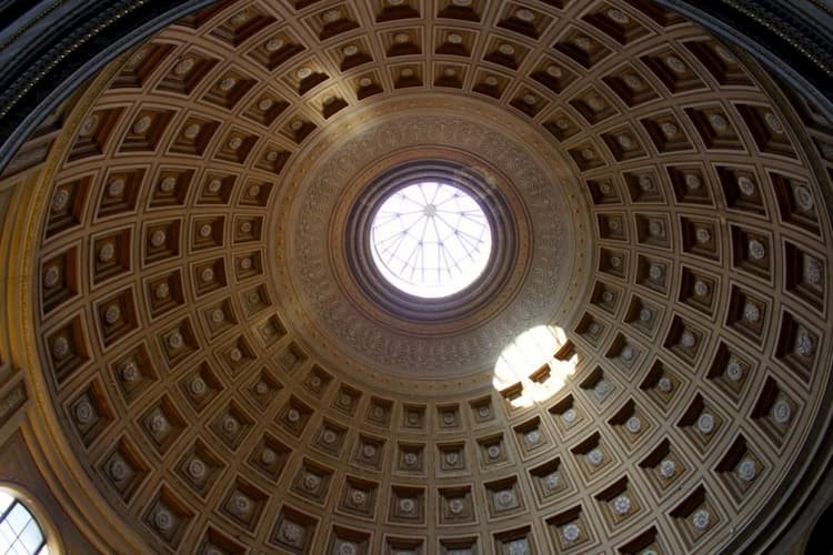 Зал Ротонды в музеях Ватикана