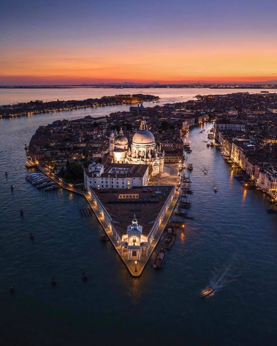 Гранд Канал в Венеции ночью