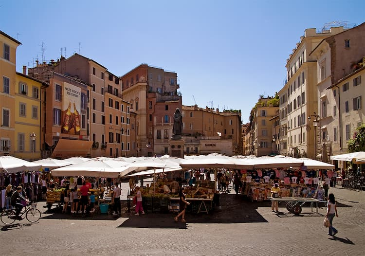 Площадь Кампо-дей-Фьори в Риме