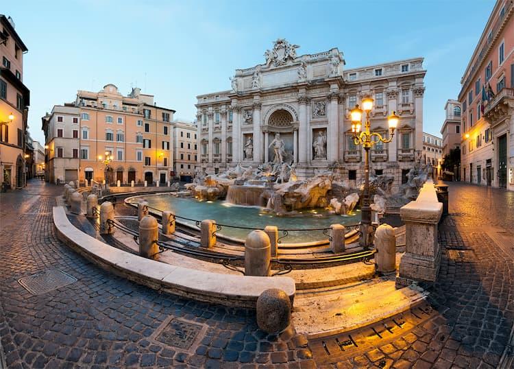 Площадь фонтана Треви в Риме