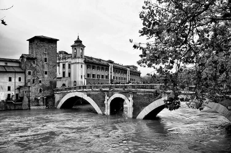 Мост Фабриция в Риме