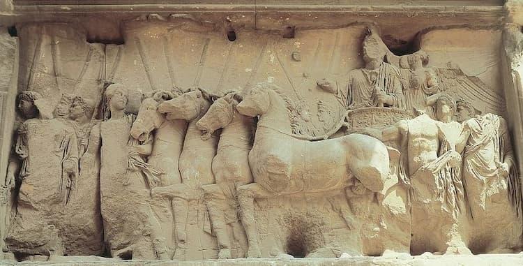 Барельеф на арке Тита в Риме